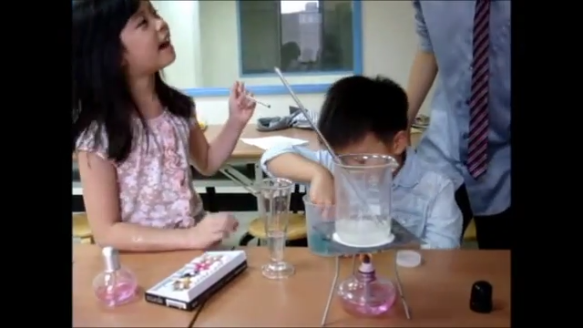 小宇宙自然科學教室【膠水彈力球】