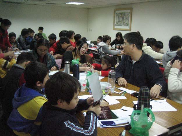 2010.01.23 寒假 親子半日科學營隊活動 七彩變色花與3D立體影像